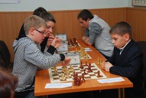 На школьный шахматный олимп взошла «Гармония»